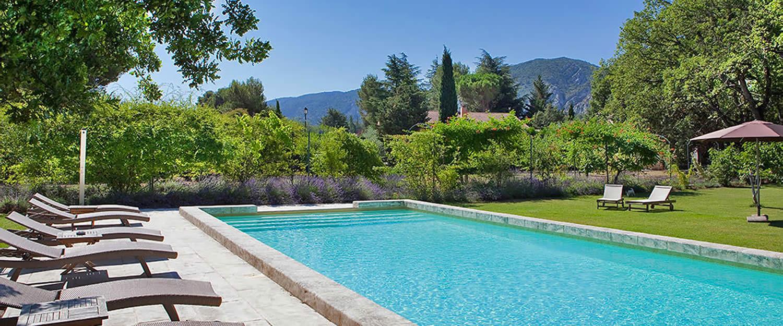 Hotel bastide du bois br ant maubec h tel et cabane for Hotel avignon piscine