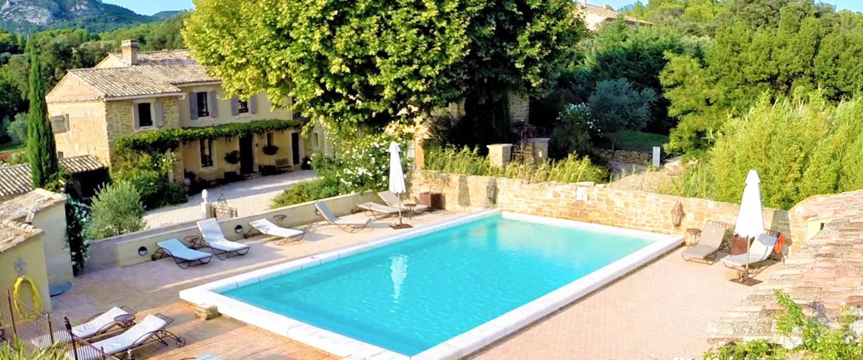 avignon et provence hebergement tourisme et vacances en provence et cote d 39 azur. Black Bedroom Furniture Sets. Home Design Ideas
