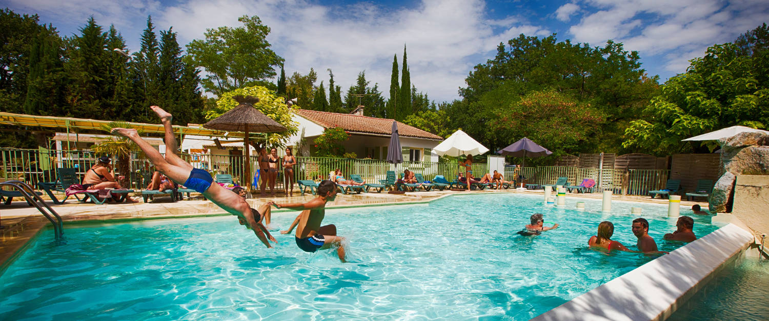 Campsite camping domaine de la coronne in valr as for Camping avignon avec piscine