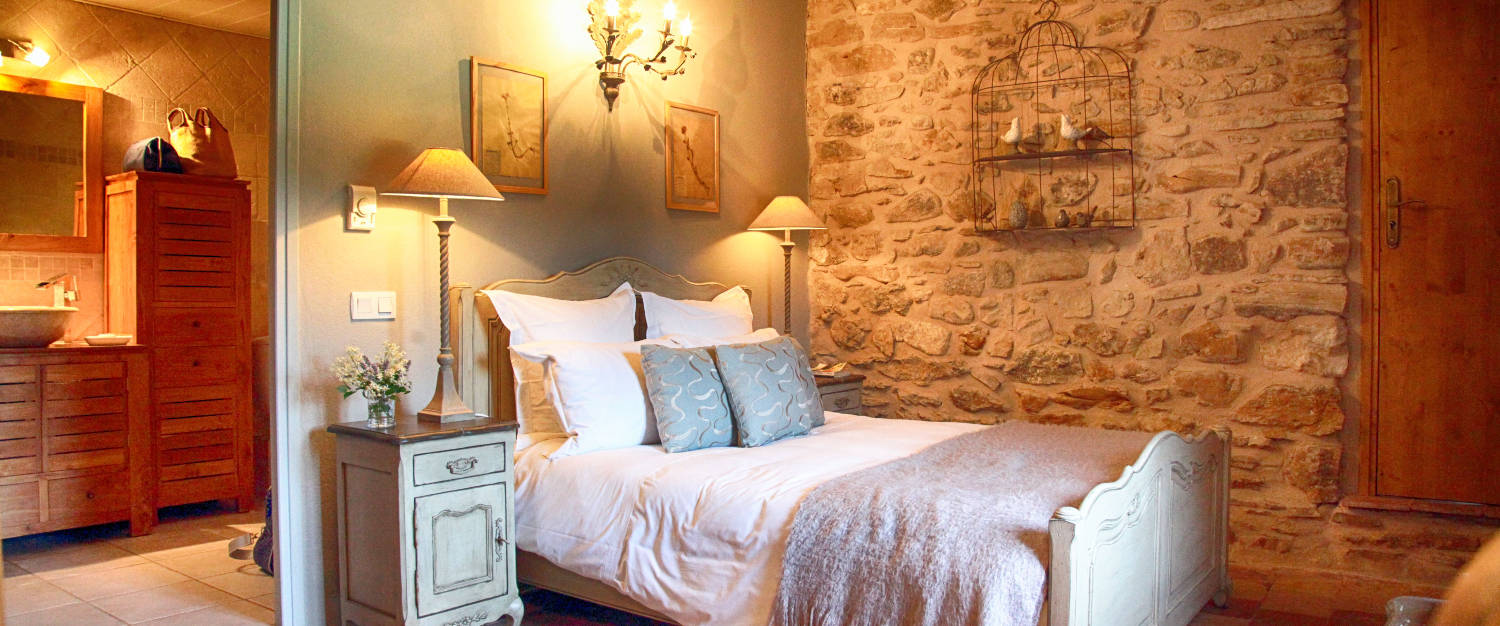 bed and breakfast l 39 atelier du renard argent in mornas avignon et provence. Black Bedroom Furniture Sets. Home Design Ideas