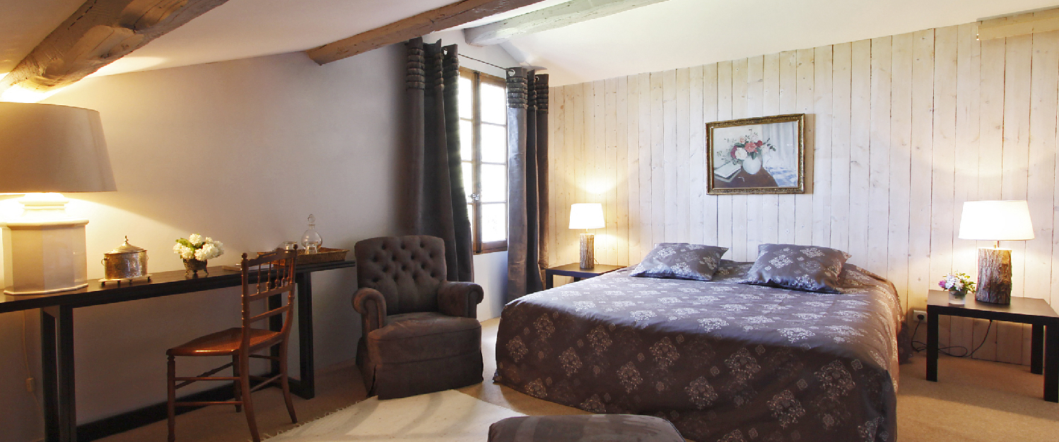 bed and breakfast mas du caroubier in saint quentin la poterie avignon et provence. Black Bedroom Furniture Sets. Home Design Ideas