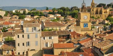 Discover the aix en provence countryside avignon et provence for Salon de provence aix en provence bus