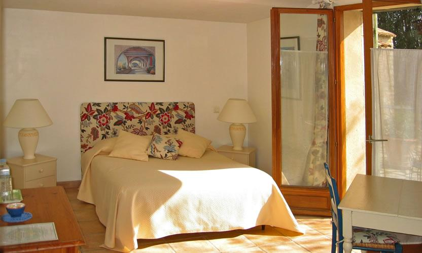 bed and breakfast la pacha in saint montan southern ard che avignon et provence. Black Bedroom Furniture Sets. Home Design Ideas