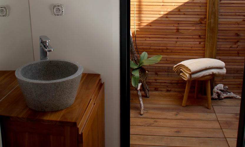 Vacation rental domaine mejan in le paradou avignon et for Shipping container public bathroom