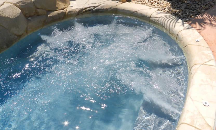 Camping la montagne camping avec piscine pr s d 39 avignon for Alentour piscine