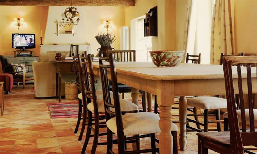 Location de vacances hameau de cournille viens avignon for Salle a manger rose