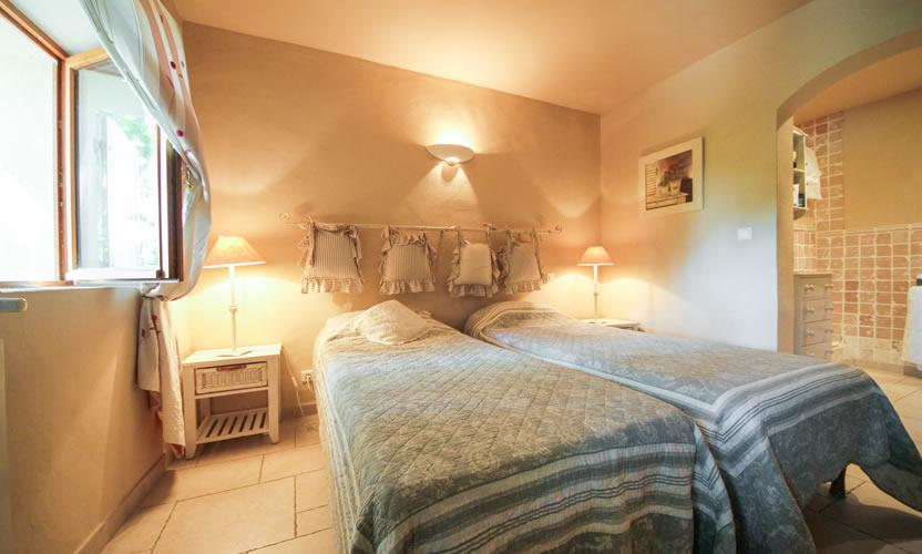 Bed and breakfast le domaine des carmes spa in le thor for Chambre avignon