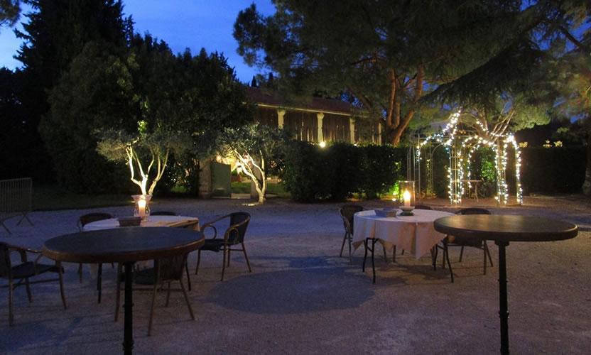 hotel de charme mas des comtes de provence tarascon dans les alpilles avignon et provence. Black Bedroom Furniture Sets. Home Design Ideas