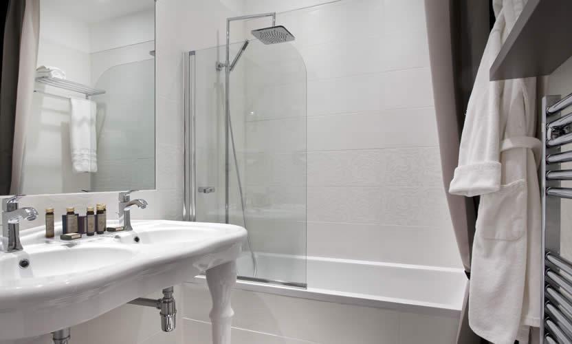 Vallon de valrugues spa saint r my de provence h tel for Salle de bain hotel 5 etoiles