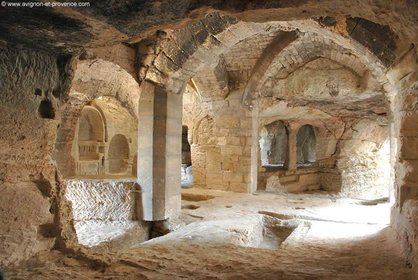 L 39 abbaye troglodyte de saint roman avignon et provence for Architecture troglodyte