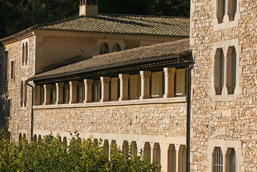 Abbaye notre dame de s nanque abbaye cistercienne en for At home architecture 84220 gordes