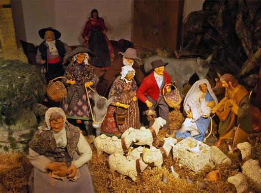 Santons et crèches de Noël  Ecomusee-santons-01