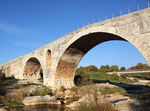 Pont Julien Avignon Et Provence