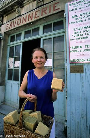 for a few decades from 1870 to 1930 thanks to the wholesale market for olive oil and soap salon de provence experienced an extraordinarily productive