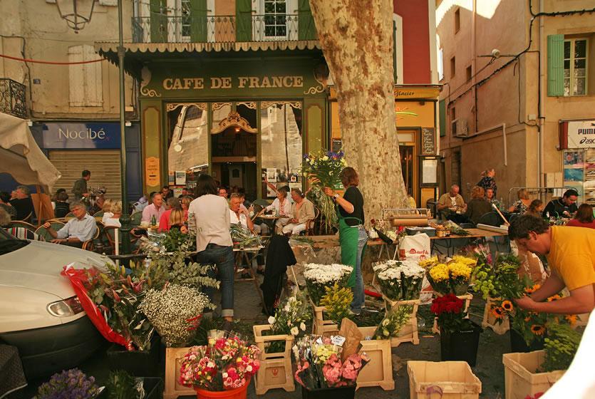 Sunday Morning Market In Lu0027Isle Sur La Sorgue