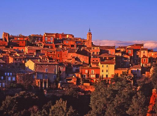 Visit Roussillon photos and map of Roussillon in the Luberon