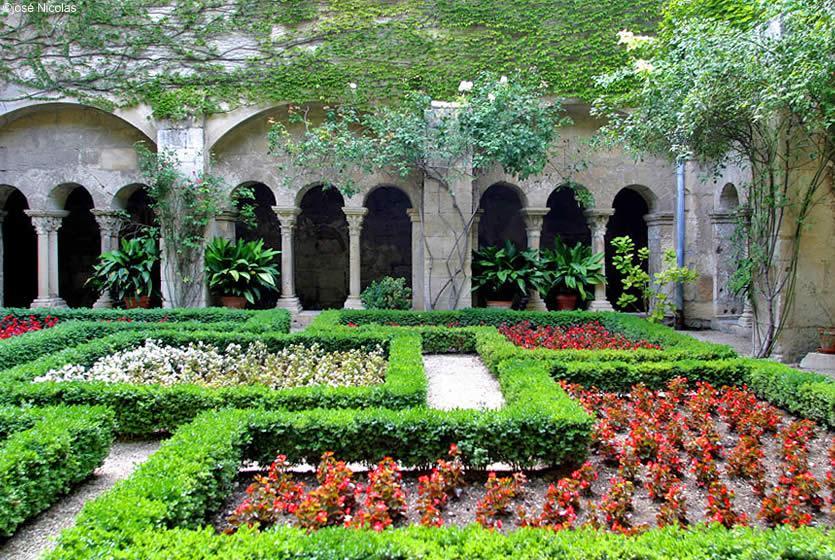 Saint Paul de Mausole Monastery | Avignon et Provence