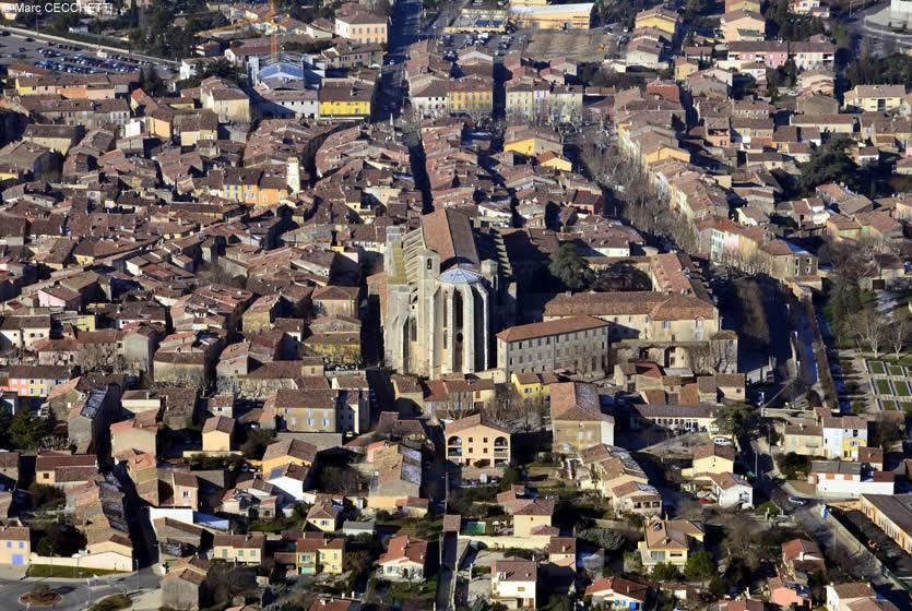 Tourisme à Saint-Maximin-la-Sainte-Baume : visitez Saint-Maximin-la-Sainte-Baume, ville ...